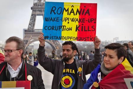 rezistăm - Stop joc. În democraţie corupţii stau la puşcărie.Protest (marş de la Guvern la Parlament), duminică, 12 martie, de la ora 18:00 Trocadero-manifestatie-parisul-solidar-12-martie-2017